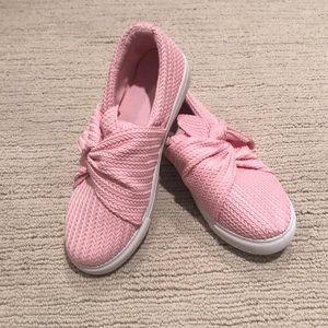 BNWOT pink weave look pink slip ones.